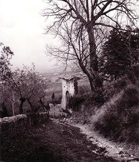 Trevi, l'antica strada di San Martino vista da Monte, verso il 1960