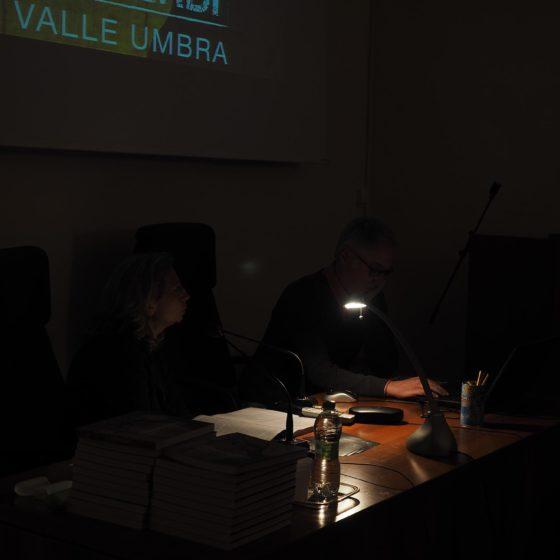 4 maggio 2016, presentazione del volume 'Patriarchi Verdi. Itinerari in Valle Umbra', Foligno, biblioteca Jacobilli (tutti pronti, la conferenza sta per iniziare)